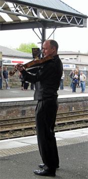John Rayson playing at Perth Station, 29 May 2010