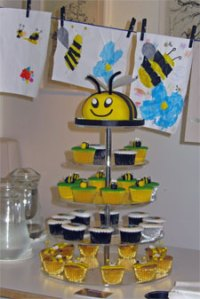 Fabulous bumblebee cake and buns