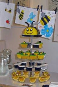 Fabulous bumblebee cake and buns